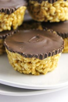 Peanut Butter Rice Krispies Treats - in the kitchen - a little better for ya - Reis Rezepte Gluten Free Desserts, Dairy Free Recipes, Just Desserts, Baking Recipes, Dessert Recipes, Candy Recipes, Peanut Butter Rice Krispies, Rice Krispie Treats, Protein Snacks