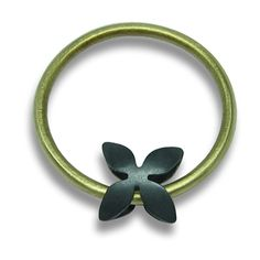 Kinetic Daba ring | Contemporary Rings by contemporary jewellery designer Yvonne Gilhooly