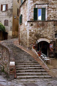 Via del Poggio,Perugia,Umbria,Italy. By Hen Magonza. Umbria Italia, Toscana Italia, Places Around The World, Travel Around The World, Around The Worlds, Beautiful Buildings, Beautiful Places, Places To Travel, Places To Go