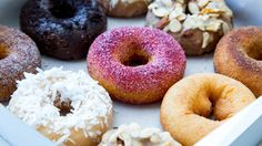 Looking for the best donuts in NYC? Whether you want & cake-style or yeast-fluffed, glazed or sprinkle-covered, here& where to get New York& best donuts. Beignets, Best Donuts In Nyc, New York Essen, Doughnut Shop, New York Food, Delicious Donuts, New York City Travel, Fashion Cakes, Places To Eat