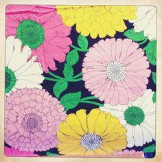 This vintage flower pattern is pretty.
