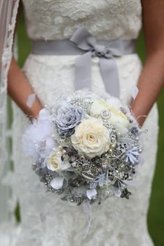 this dinner plate bouquet is created form masses of vintage and new things, brooches, handmade fabric flowers, pearls and crystals all fuse together to create ultimate luxury. As the picture presents this is a real different design and enhances any bridal gown..like this i one better