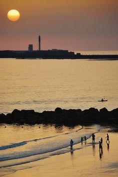 Atardecer en la Playa de Santa María con el Castillo de San Sebastián al fondo #Cádiz #sunset #beach #playa