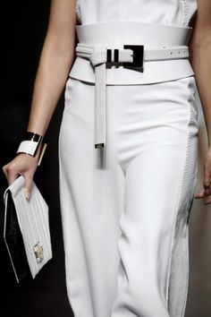Gianfranco Ferre Spring Summer Ready To Wear 2013 Milan Fashion Belts, Fashion Accessories, Fashion Outfits, Womens Fashion, Couture Mode, Couture Fashion, Gianfranco Ferre, Ethno Style, Fashion Details