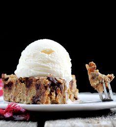 No sugar, no butter, no flour. Healthy Chocolate Chip Cookie Dough Pie!