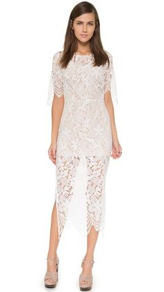 ¡Consigue este tipo de vestido largo de FOR LOVE & LEMONS ahora! Haz clic para ver los detalles. Envíos gratis a toda España. For Love & Lemons Luna Maxi Dress: A formfitting lace For Love & Lemons dress feels subtly sexy with a cutout at the lower back. Side vents relax the zigzag hem. Short sleeves. Hidden side zip. Optional minidress lining. Fabric: Lace. Shell: 100% nylon. Lining: 90% polyester/10% spandex. Dry clean. Imported, China. Measurements Length: 50in / 127cm, from shoulder…