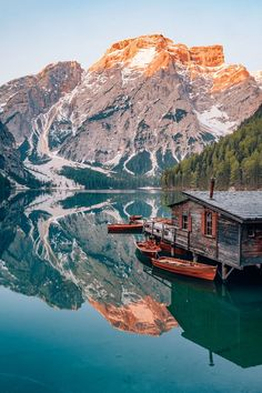 Jul 16, 2019 - Take a relaxing stroll around turquoise lakes, explore medieval castles & climb a via ferrata. Here are 21 best things to do in Trento and beyond! Mountain Photography, Travel Photography, Places To Travel, Places To See, Trekking, Italy Winter, Italy Landscape, Lake Mountain, Lake Garda