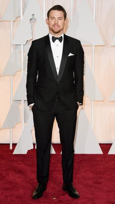 Channing Tatum in a Dolce & Gabbana tux, Louis Leeman shoes, and Neil Lane cufflinks at the Oscars 2015 (held in Hollywood on Sunday, Feb. Channing Tatum, Best Dressed Man, Well Dressed, Celebrity Red Carpet, Celebrity Style, Jared Leto, Oscar Fashion, Men's Fashion, Festivals