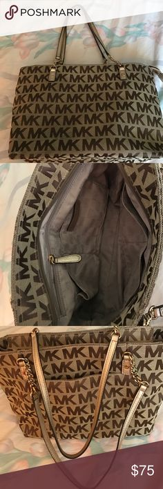 Michael kors Michael kors bag in good used condition clean inside and outside as you can see in the pictures there is sign of wear in the bottom as you can see the pictures Michael Kors Bags Shoulder Bags