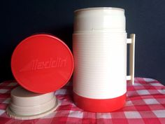 Vintage Aladdin HY-LO Thermos Bottle 1 Pint Wide Mouth Plastic Red Beige Handle