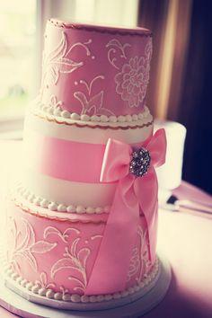 This cake is amazing! Photo by Lisa. #MinnesotaWeddingPlanner #WeddingCake