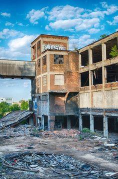Art and concepts Detroit Ruins, Abandoned Detroit, Old Abandoned Buildings, Old Buildings, Abandoned Places, Detroit Downtown, Abandoned Vehicles, Detroit Area, Detroit Michigan