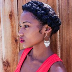 A crown braid (or halo braid) is a beautiful style that can be dressed up or down and worn anywhere. Black Girl Braids, Braids For Black Hair, Cornrows, Sisterlocks, Protective Hairstyles, Braided Hairstyles, Updo Hairstyle, Prom Hairstyles, Braided Updo