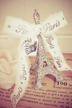 A sparkling Parisian souvenir. <3