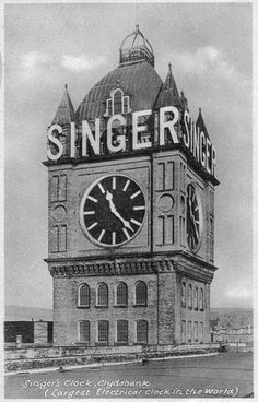 The world's largest electric clock is seen here at the old Singer Sewing Machine factory in Kilbowie Road, Clydebank, Dunbartonshire. The company produced millions of machines and sent them all over the world during their time in manufacturing Big Clocks, Unique Clocks, Alarm Clocks, Sistema Solar, Electric Clock, Retro, Images Vintage, Somewhere In Time, Antique Sewing Machines