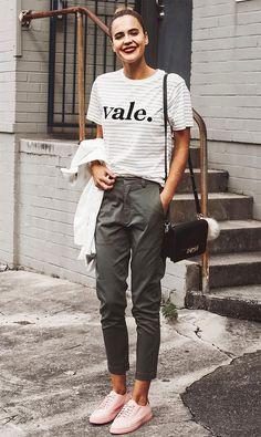 Ally Brooke usa calça social com t-shirt divertida