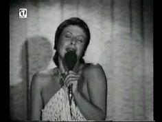 Elis canta Fascinação numa temporada do Show Transversal do Tempo em Lisboa (Portugal).