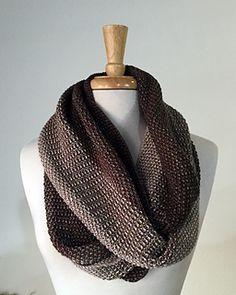 Free knitting pattern - beautiful Nightfall Cowl by Kristine on @ravelry! #cowl #knit