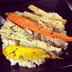 Lemon-chili-garlic-risotto with colorful vegetables / Quer durchs bunte Gemüsefeld auf fruchtig-scharfem Reis: gelbe Zucchini, Petersilienwurzel, Möhre und Schwarzwurzeln - vegan -