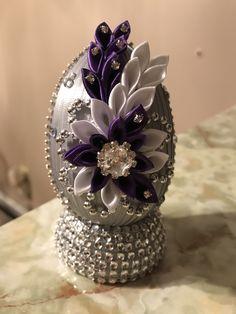 Ribbon Art, Diy Ribbon, Flower Arrangement Designs, Flower Designs, Egg Crafts, Easter Crafts, Coconut Decoration, Diy Crafts Room Decor, Fabric Ornaments