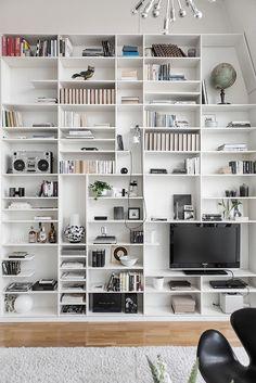 Modern duplex in Gothenburg with fabulous design features Bookshelves In Living Room, Shelves In Bedroom, Bookcases, Bookshelf Styling, Bookshelf Design, Home Library Design, House Design, Dream Decor, Interior Design Inspiration