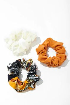 Forever 21 is the authority on fashion & the go-to retailer for the latest trends, styles & the hottest deals. Shop Forever, Forever 21, F21, Scrunchies, Burlap Wreath, Print Design, Latest Trends, Croatia, Catalog