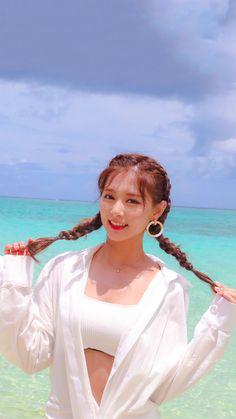 Twice - Tzuyu Kpop Girl Groups, Korean Girl Groups, Kpop Girls, Asian Woman, Asian Girl, Tzuyu Body, Tzuyu And Sana, Twice Album, Jihyo Twice