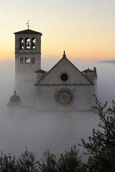 La catedral de San Francisco de Asis...en Asis, Italia. (LAG)