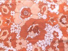 Vintage-1970s-Poly-Cotton-Fabric-Retro-Big-Flower-Design-Brown-Peach-White