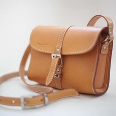 This cross-body bag is made of authentic vegetable-tanned leather and it comes with an adjustable shoulder strap which makes it easy to carry.