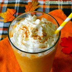 """Jesień w pełni, liście już opadają a na zewnątrz robi się coraz zimniej :) Nastała więc pora na pyszne, jesienne, kuchenne wariacje z wykorzystaniem dyń :) """"Pumpkin Latte"""" to cała kwintesencja tej pory roku ;) Składniki:   1 szklanka mleka migdałowego  2 łyżki syropu klonowego  4 łyżki dyni  ¼ łyżeczka wanilii  ½ łyżeczki gałki muszkatołowej  1 łyżeczka cynamonu  ½ filiżanki kawy #Fit #Fitness #Gym #Power #Muscle #Workout #Exercise #Pumpkin #Autumn"""