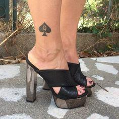 ♠️♠️♠️😋 #hotwife #sexy #sexyfeet #feet #snowbunny #queenofspades @_www.hotwifestore.com_ Sexy Legs And Heels, Sexy High Heels, Sexy Feet, Queen Of Spades Tattoo, Snow Bunnies, Ankle Tattoo, Glitz And Glam, Clogs Shoes, Peep Toe