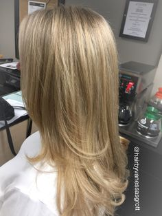 Shiny healthy blonde highlight
