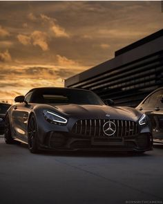 We have curated a list of the 32 best performance cars on the planet and boy is it an exciting time to be a car nut. Gtr Auto, Gtr Car, Mercedes Amg, Tesla Electric Car, Electric Car Charger, Vintage Jeep, Jeep Wrangler, Mercedes Benz Wallpaper, Lux Cars