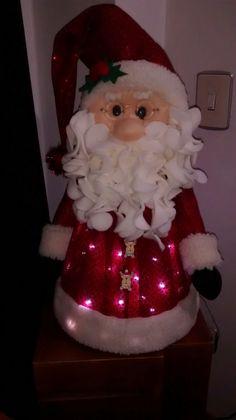Valéria Luiz's media content and analytics Beaded Christmas Ornaments, Hanging Ornaments, Christmas Items, Felt Christmas, Christmas And New Year, Winter Christmas, Handmade Christmas, Christmas Wreaths, Xmas