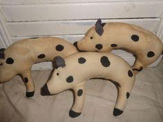 3 Primitive Grungy Pig Ornies Hangers Bowl Fillers Animal Handmade #NaivePrimitive #Handmade