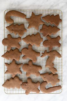 Perfect gingerbread cookies that are full of flavor and spices. Decorate them with royal icing for a perfectly, sweetened cookie.  #GingerbreadCookies #Gingerbread #Cookies #ChristmasCookies #Recipes Christmas Snacks, Christmas Cocktails, Christmas Brunch, Christmas Cookies, Gingerbread Man Cookie Recipe, How To Make Gingerbread, Cut Out Cookies, Sugar Cookies, Caramel