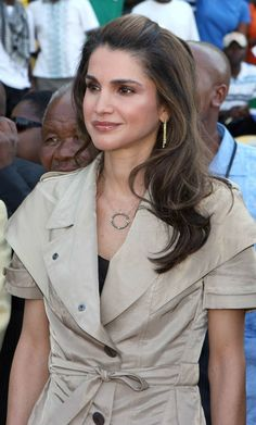 ♔♛Queen Rania of Jordan♔♛...Rania in South Africa for the Opening of the World Cup Stadium, March 28, 2009. Rania is wearing an Armenta necklace.