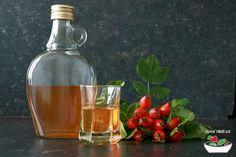 šípkový likér Beverages, Drinks, Wine Decanter, Vodka, Wine Glass, Barware, Food And Drink, Homemade, Tea