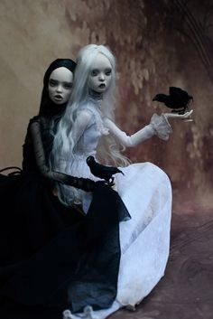 Crows and Sisters Victor Hugo, Popovy Sisters, Vintage Goth, Gothic Dolls, Poppy Parker, Sisters Art, Goth Art, Doll Repaint, Creepy Dolls