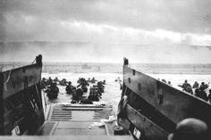 1944 Robert Capa – American soldiers landing on Omaha Beach, D-Day, Normandy, France. Battle Of Normandy, Normandy Invasion, Daniel Jackson, Vin Diesel, Dreamworks, Films Étrangers, Normandy Beach, Normandy France, Juno Beach