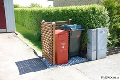 Renoverad husvagn Kabe 540 XL - Hemma hos marre_h Garbage Storage, Garbage Recycling, Recycling Bins, Diy Outdoor Furniture, Outdoor Decor, House Furniture Design, Deck Design, Back Gardens, Curb Appeal