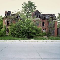 The Beautiful Abandoned Houses of #Detroit