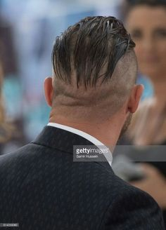 Tom Hardy arriving at the 'Dunkirk' World Premiere at Odeon Leicester Square on July 2017 in London, England Undercut Long Hair, Slicked Back Hair, Undercut Hairstyles, Cool Hairstyles, Undercut Men, Tom Hardy Bart, Tom Hardy Dunkirk, Tom Hardy Haircut, Dunkirk Premiere