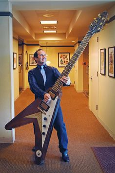 Ralph Ciociano (a NY guitar player) and his 8 foot tall, fully-functional Flying V ...no strap required!