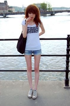 her legs omg I have a small space in between my thighs but it's too pathetic to call a thigh gap this is a thigh gap