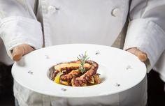 Direttamente dalle mani del nostro Chef: Polpo alla brace su crema di patate, zenzero e rosmarino. Cosa state aspetando?