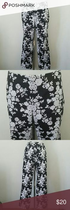 "Charter Club Cropped Pants Charter Club Cropped Pants. With a beautiful Floral design. In great condition. Size 10. Waist 32"" Length 35"" Inseam 26"" Charter Club Pants Ankle & Cropped"