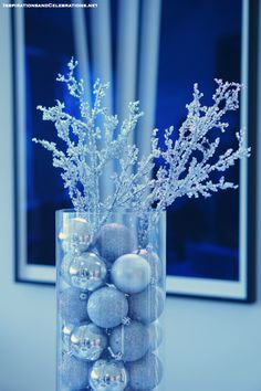 Winter Wonderland Baby Shower Centerpieces elegant entertaining guide winter ba shower ideas 560 X 840 pixels Outside Baby Showers, Pop Baby Showers, Baby Girl Shower Themes, Baby Shower Parties, Baby Boy Shower, Winter Baby Boy, Baby Shower Winter, Baby Shower Centerpieces, Baby Shower Decorations