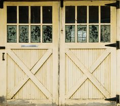 Country mansion garage door cover. What a great idea. There are over 300 door covers - animals, motorcycles, wine cellars, etc. that give an ugly or plain garage door a complete make over.